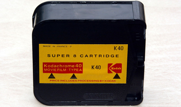 Kodak Kodachrome 40, Type A, Super 8 film cartridge - Dnalor 01 - Wikimedia Commons - CC-BY-SA 3.0 {JPEG}