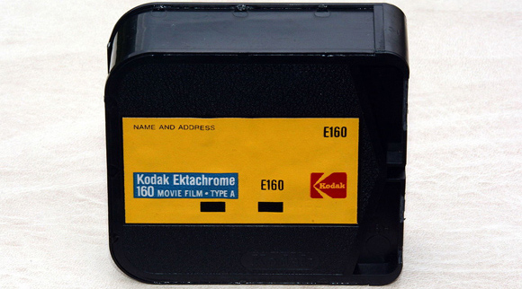 Kodak Ektachrome 160, Type A, Super 8 film cartridge - Dnalor 01 - Wikimedia Commons - CC-BY-SA 3.0 {JPEG}