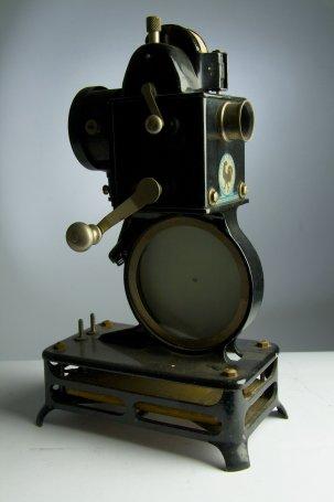 Projecteur Cinéma 9,5 mm Pathé Baby A {JPEG}
